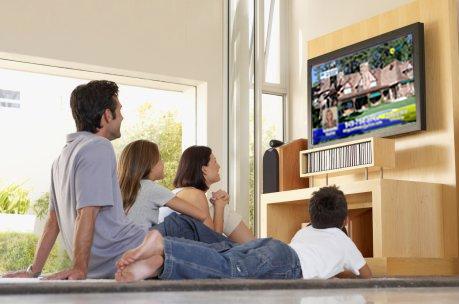 Οικογένεια & τηλεόραση: Πόσο επηρεάζουν τις διατροφικές συνήθειες των παιδιών;