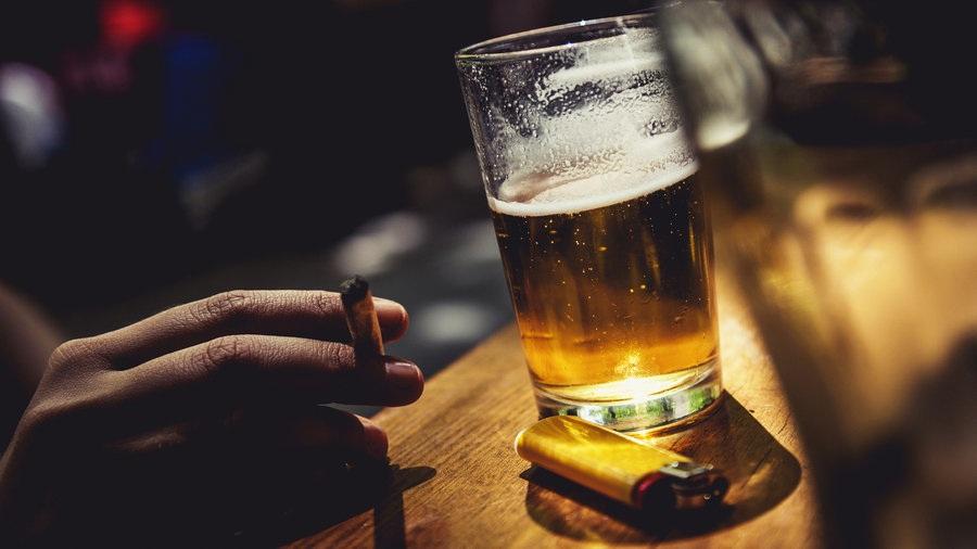 Ένα δις οι καπνιστές και 240 εκ. οι αλκοολικοί παγκοσμίως