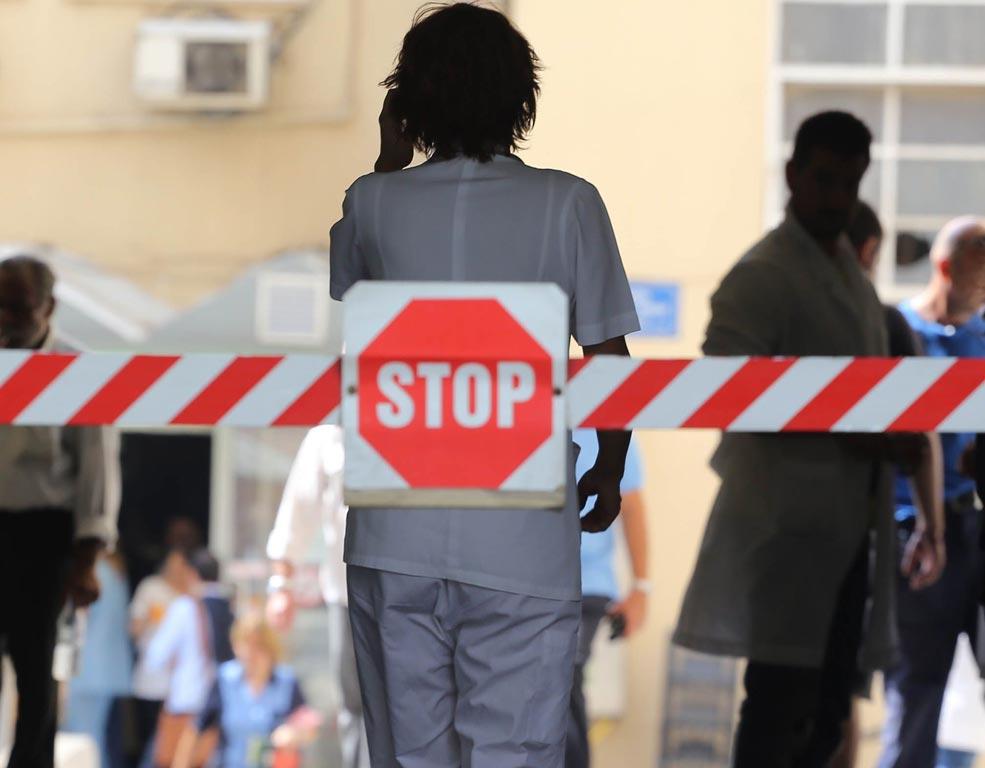 Ρολά κατεβάζουν οι γιατροί σε δημόσιο & ιδιωτικό τομέα την Πέμπτη