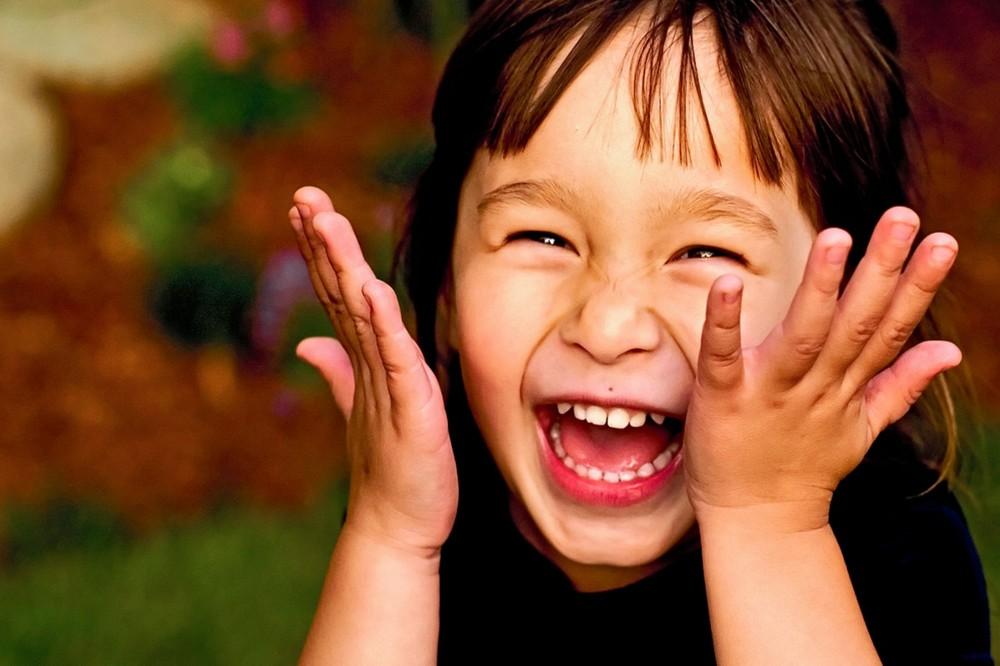 Θεραπεία γέλιου κατά του άγχους και του πόνου