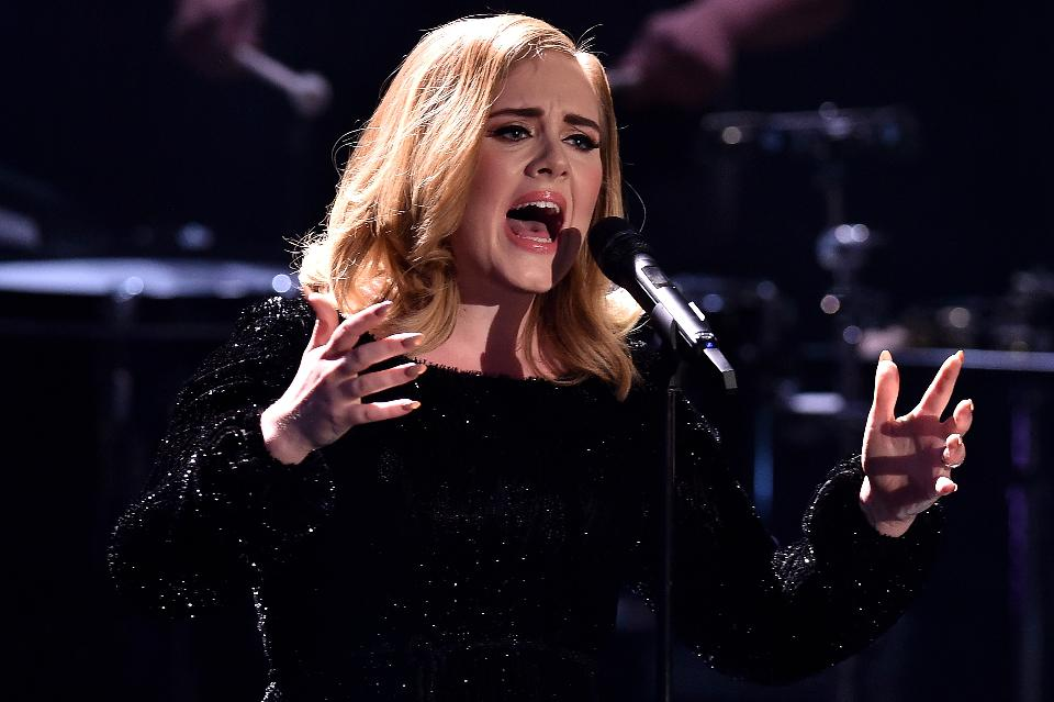 Tα βήματα (και τα μυστικά) του μακιγιάζ της Adele
