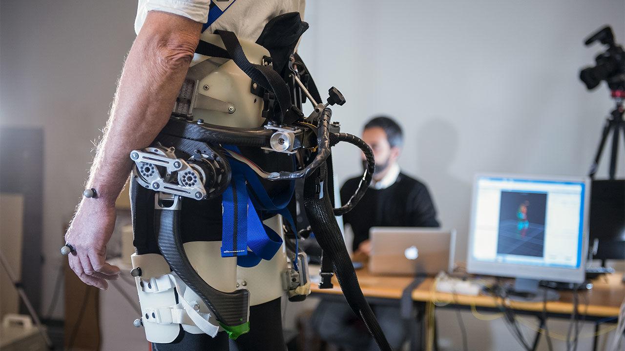 Ρομποτικός εξωσκελετός βοηθά ηλικιωμένους να ξαναβρούν την ισορροπία τους