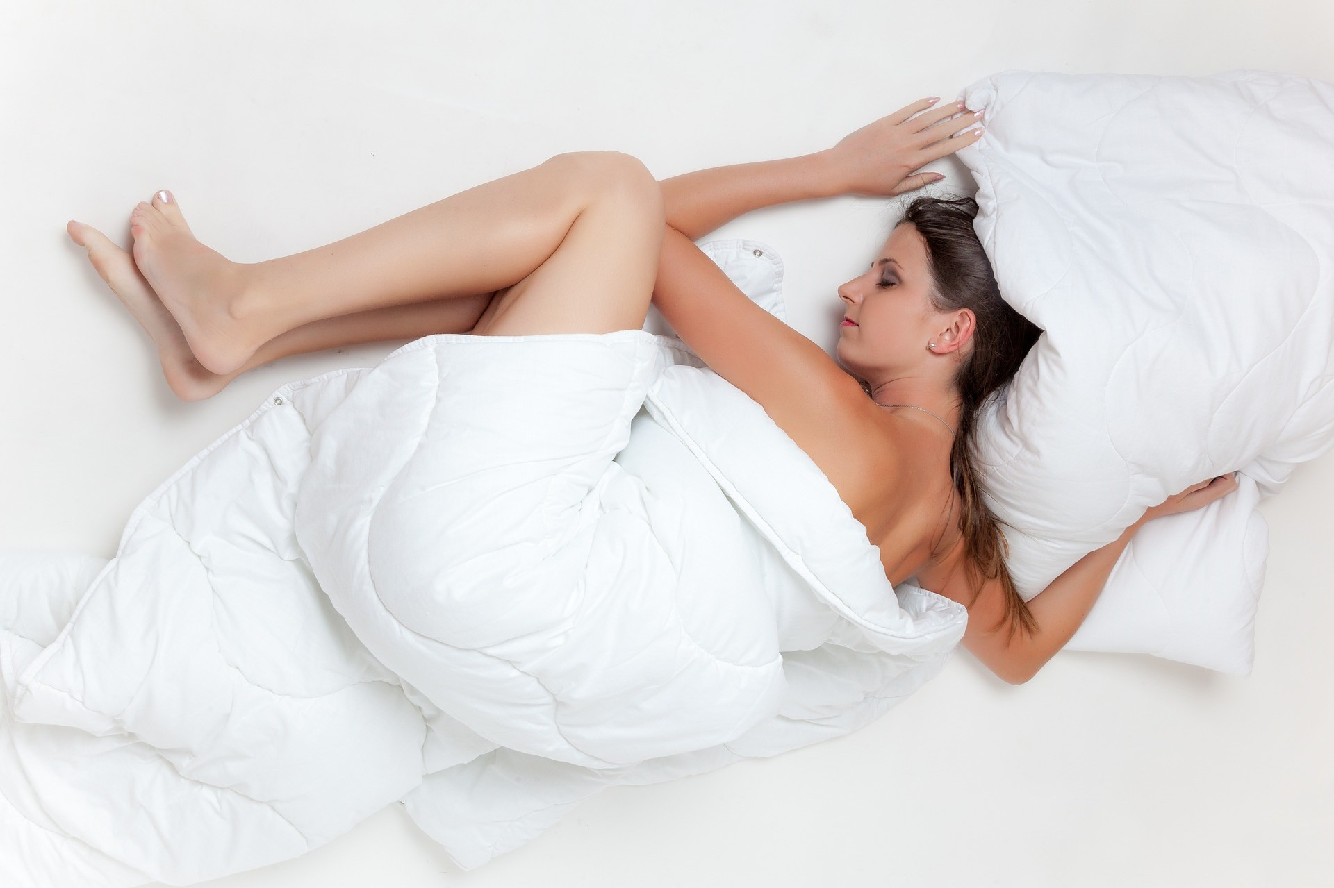 """Πως εξηγείται επιστημονικά το """"τίναγμα"""" στον ύπνο;"""