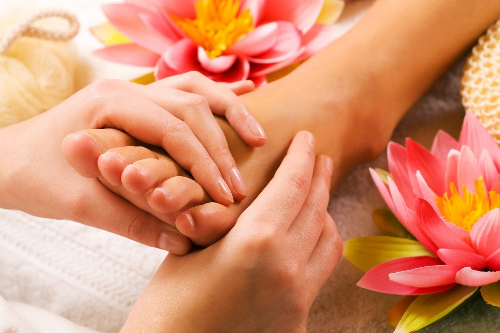 Πέντε λύσεις για τα πρησμένα και κουρασμένα πόδια σας