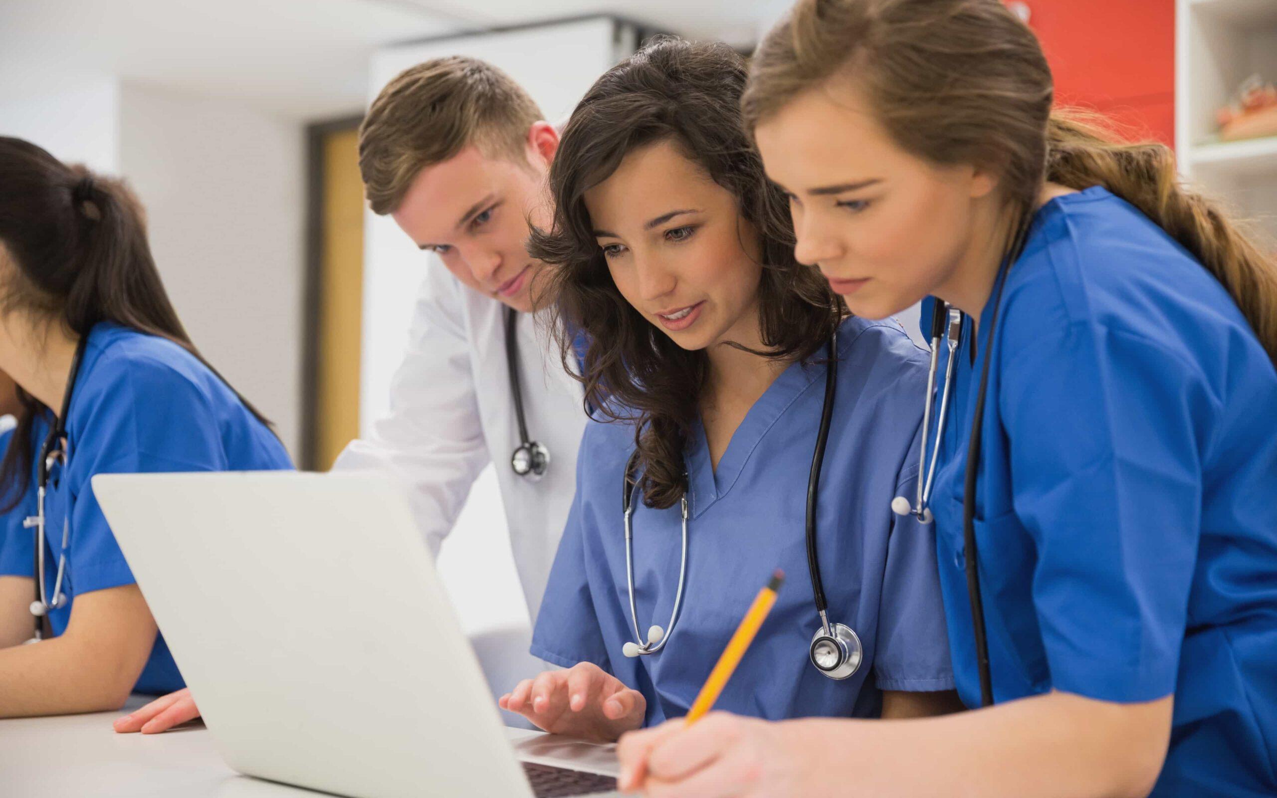 Μειώνονται σταδιακά οι ανισότητες των φύλων στην ιατρική σταδιοδρομία
