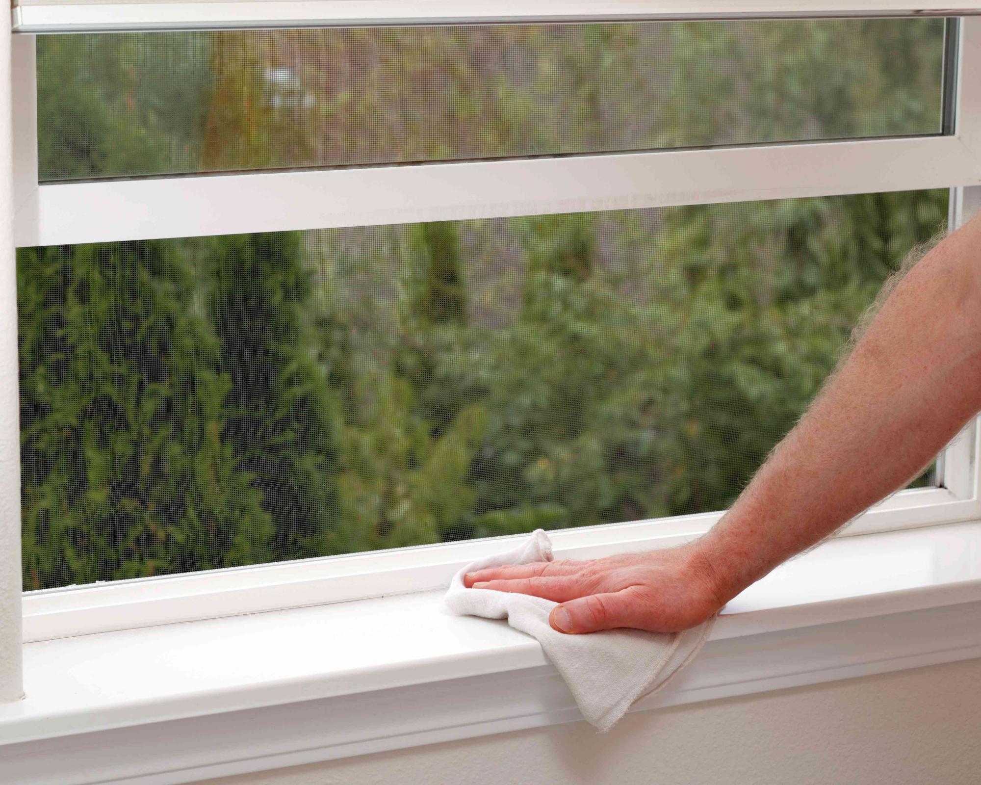Πόσο συχνά καθαρίζουμε τις σίτες στα παράθυρα;
