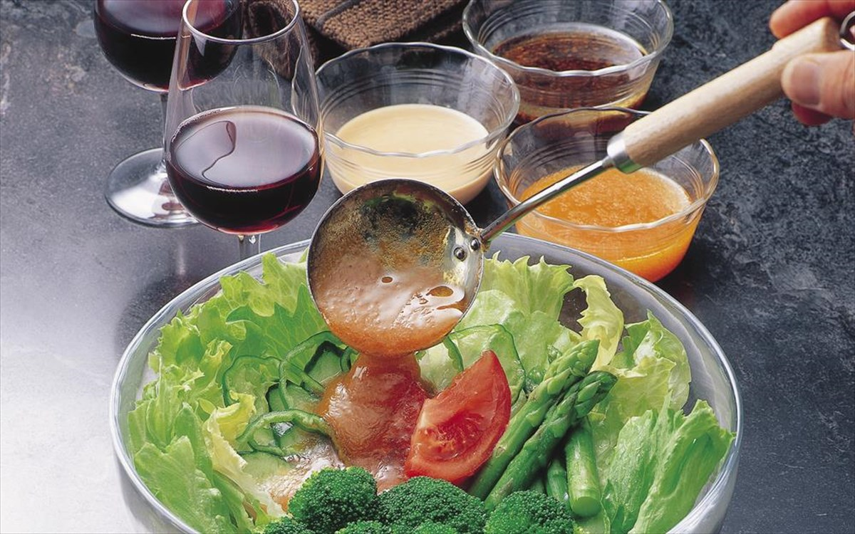 Πέντε κετο-φιλικά ντρέσινγκ για τη σαλάτα σας