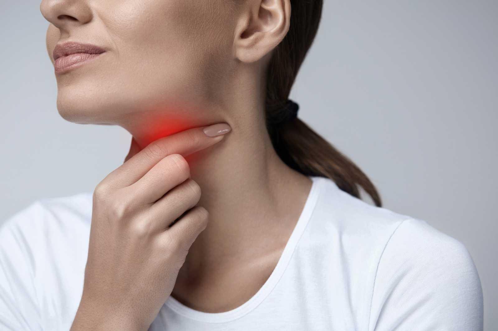 Πρησμένες αμυγδαλές: Αίτια, συμπτώματα, αντιμετώπιση