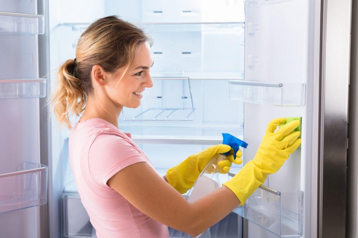 Γιατί πρέπει να καθαρίζετε τακτικά το ψυγείο