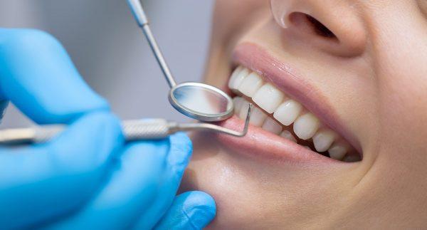 Στα 'κάγκελα 'οι οδοντίατροι εξαρτούνται από τα ιατρικά επαγγέλματα