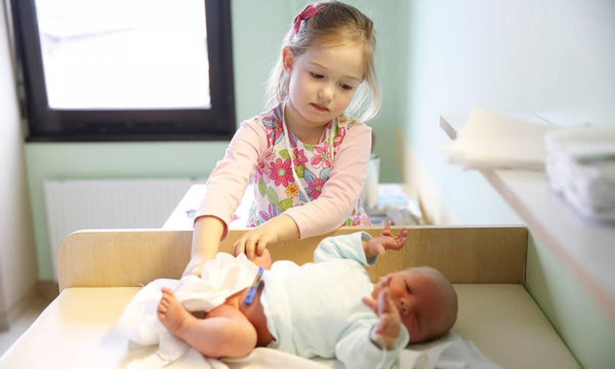 Βοηθήστε το παιδί σας να αντιμετωπίσει την παιδική ζήλια