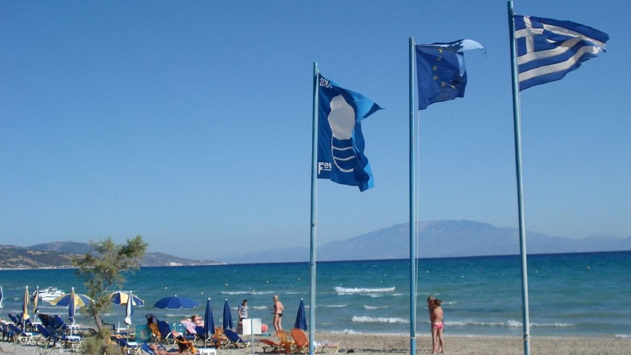 """2η σε όλο τον κόσμο η Ελλάδα με 517 """"γαλάζιες σημαίες"""""""