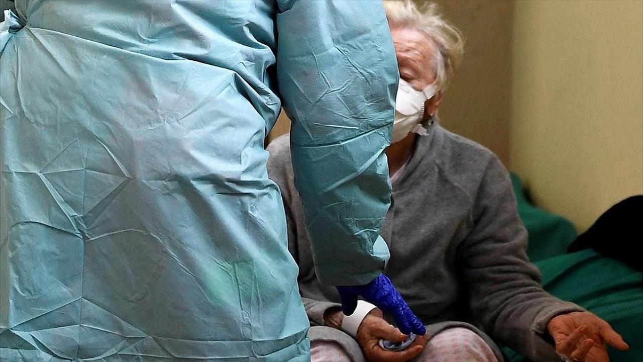 Κορωνοϊός τρίτη ηλικία: Άνω των 65 ετών 8 στους 10 νεκρούς