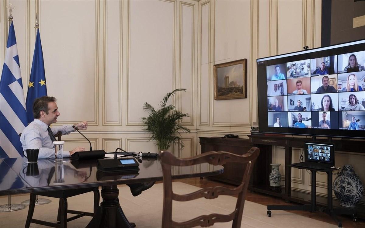 Μητσοτάκης Μαξίμου τηλεδιάσκεψη κορωνοϊός: Πέντε νέα μέτρα στο τραπέζι πριν την καραντίνα