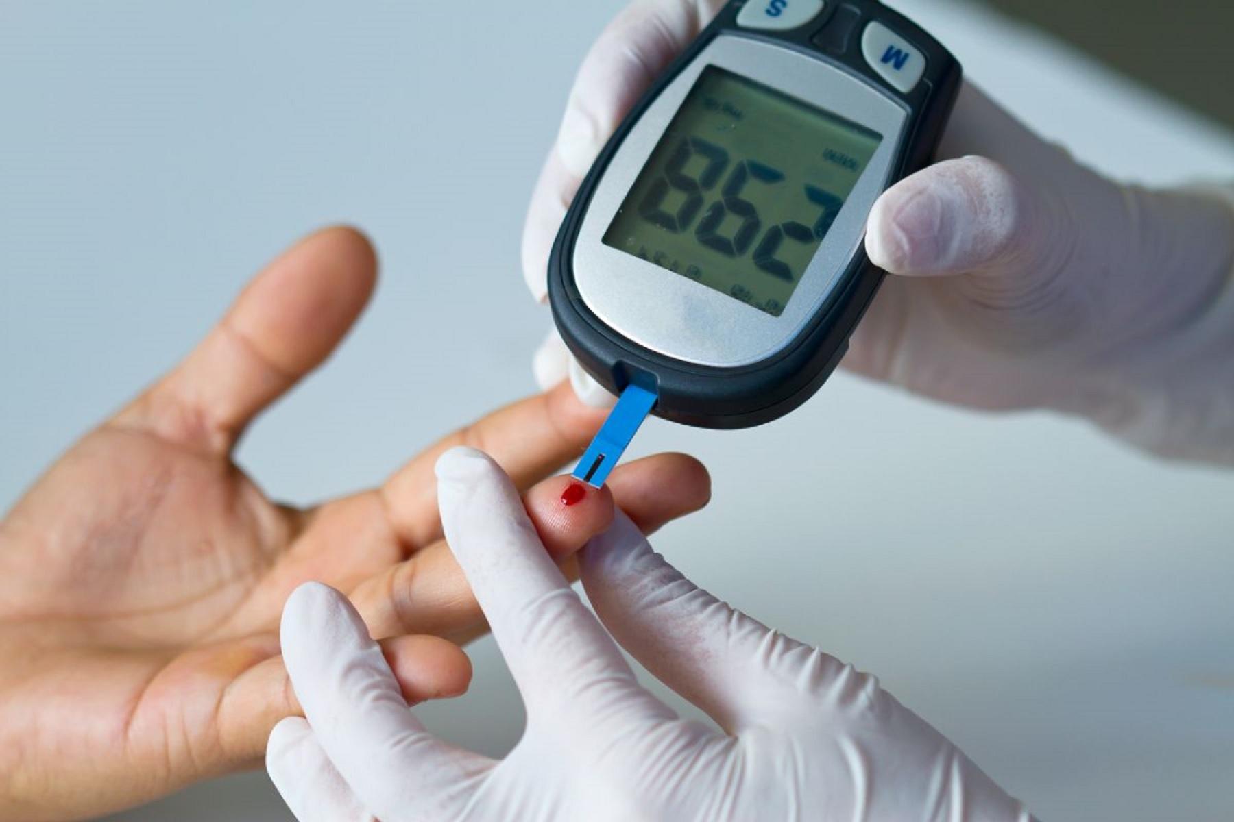 Διαβήτης αίμα έλεγχος: Πώς αυξάνεται η υγεία του εγκεφάλου