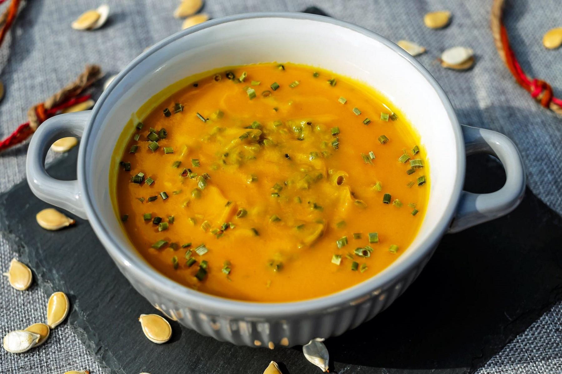 Κολοκυθόσουπα Βελουτέ: Η ανυπέρβλητη σούπα με γιαούρτι και κρουτόν