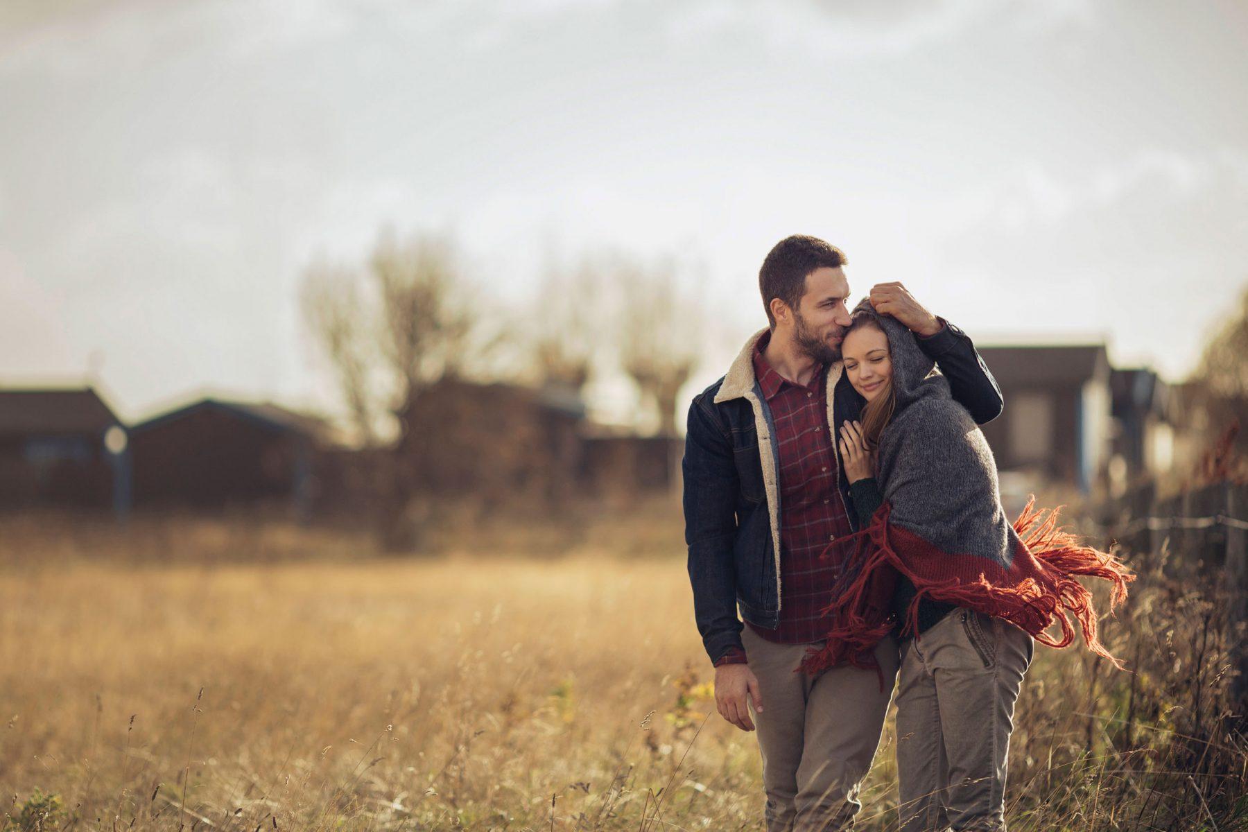Έλξη σχέση: Πώς επιλέγουμε έναν σύντροφο;