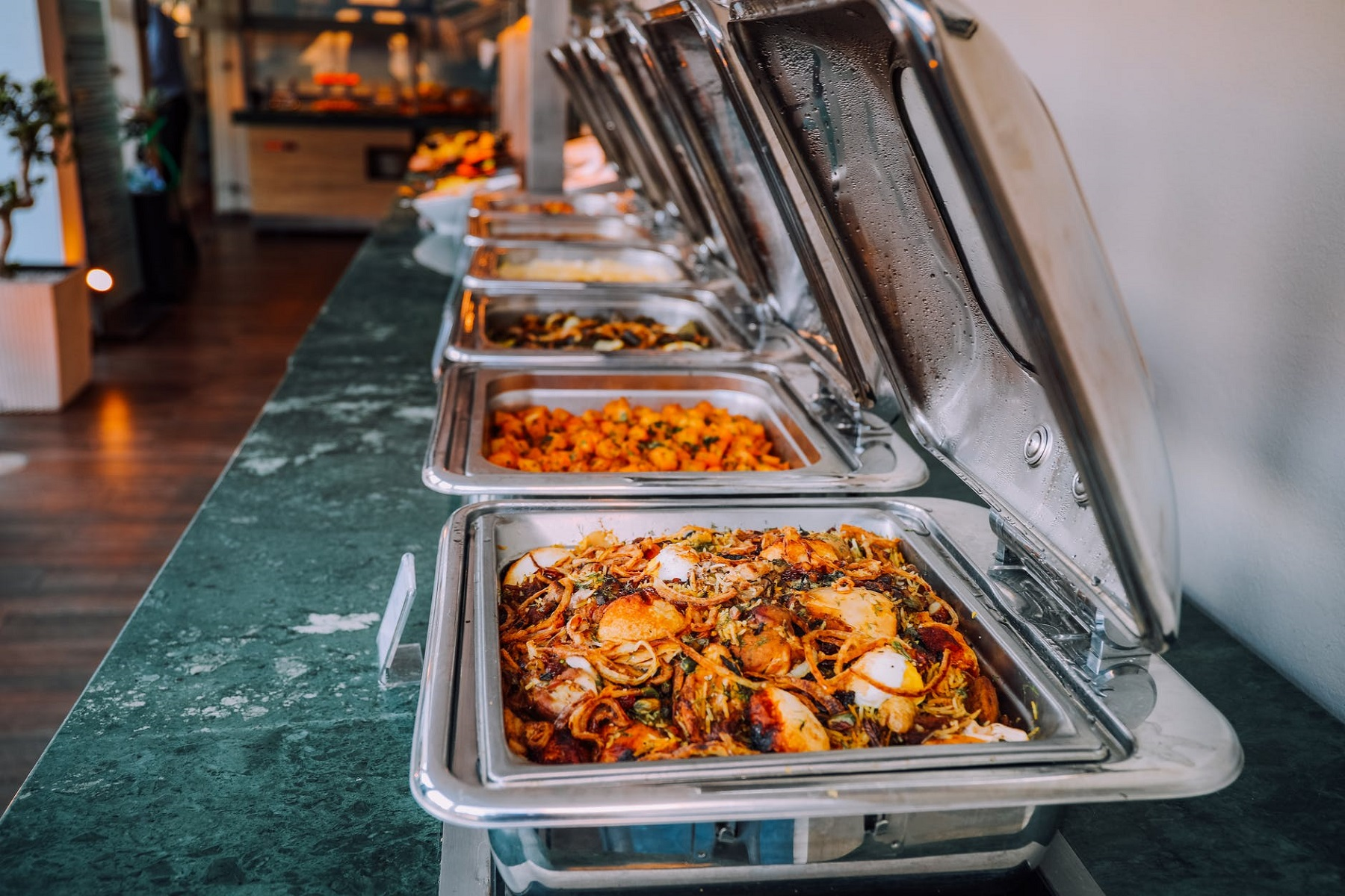 Μπουφές Γιορτές: Κανόνες ασφαλείας τροφίμων για αποφυγή δηλητηριάσεων