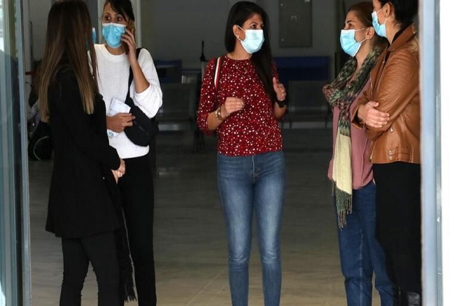 Εθελόντριες Εντατικολόγοι: Υποδοχή με τριαντάφυλλα στις νοσηλεύτριες από την Κρήτη