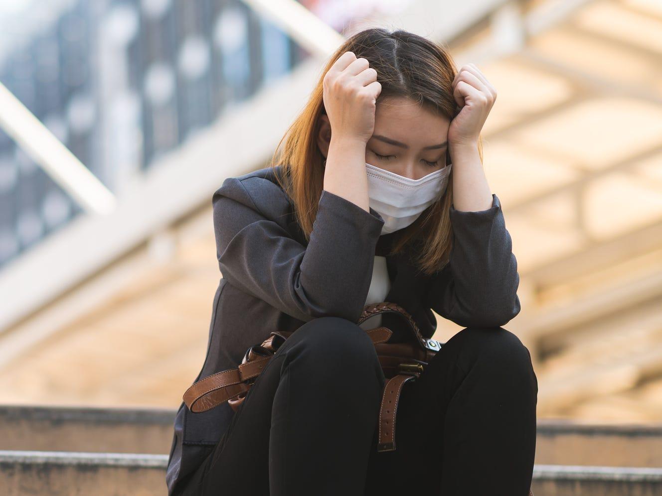 Κορωνοϊός ψυχική υγεία: Οι επιπτώσεις της πανδημίας και το μετατραυματικό στρες