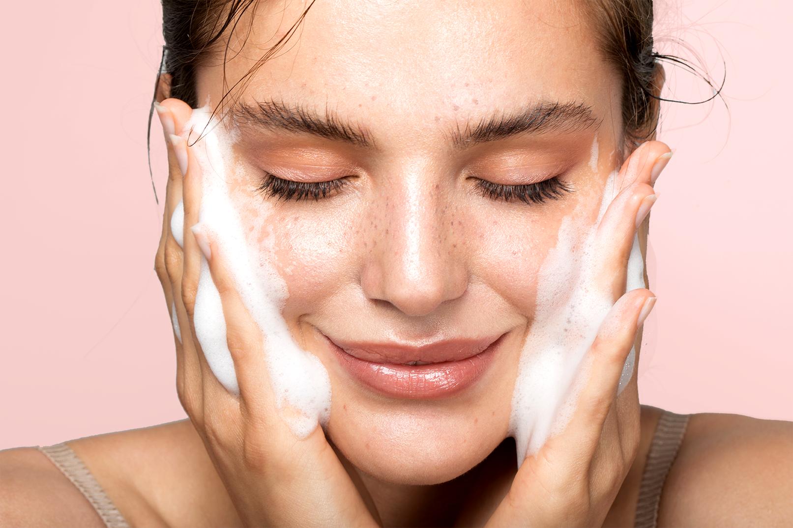 Λιπαρό δέρμα Φυσική Αντιμετώπιση: Θεραπείες για λιπαρό δέρμα που μπορείτε να δοκιμάσετε στο σπίτι [vid]