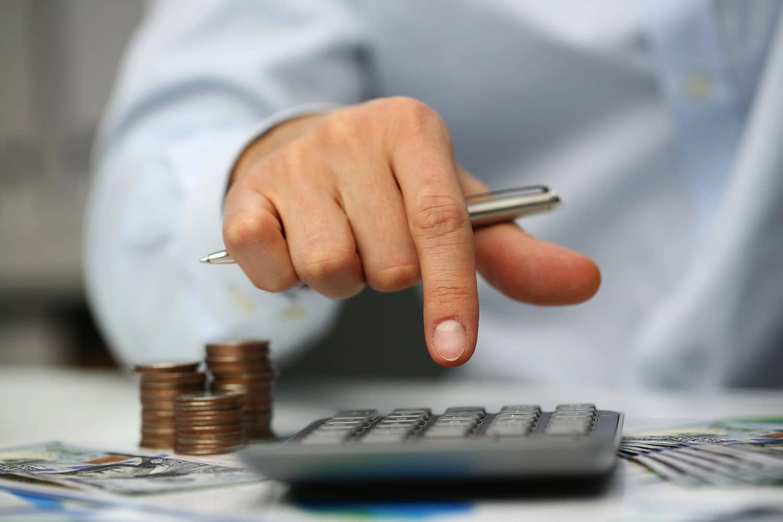 Η διαχείριση των χρημάτων που χρωστάει το δημόσιο στους προμηθευτές