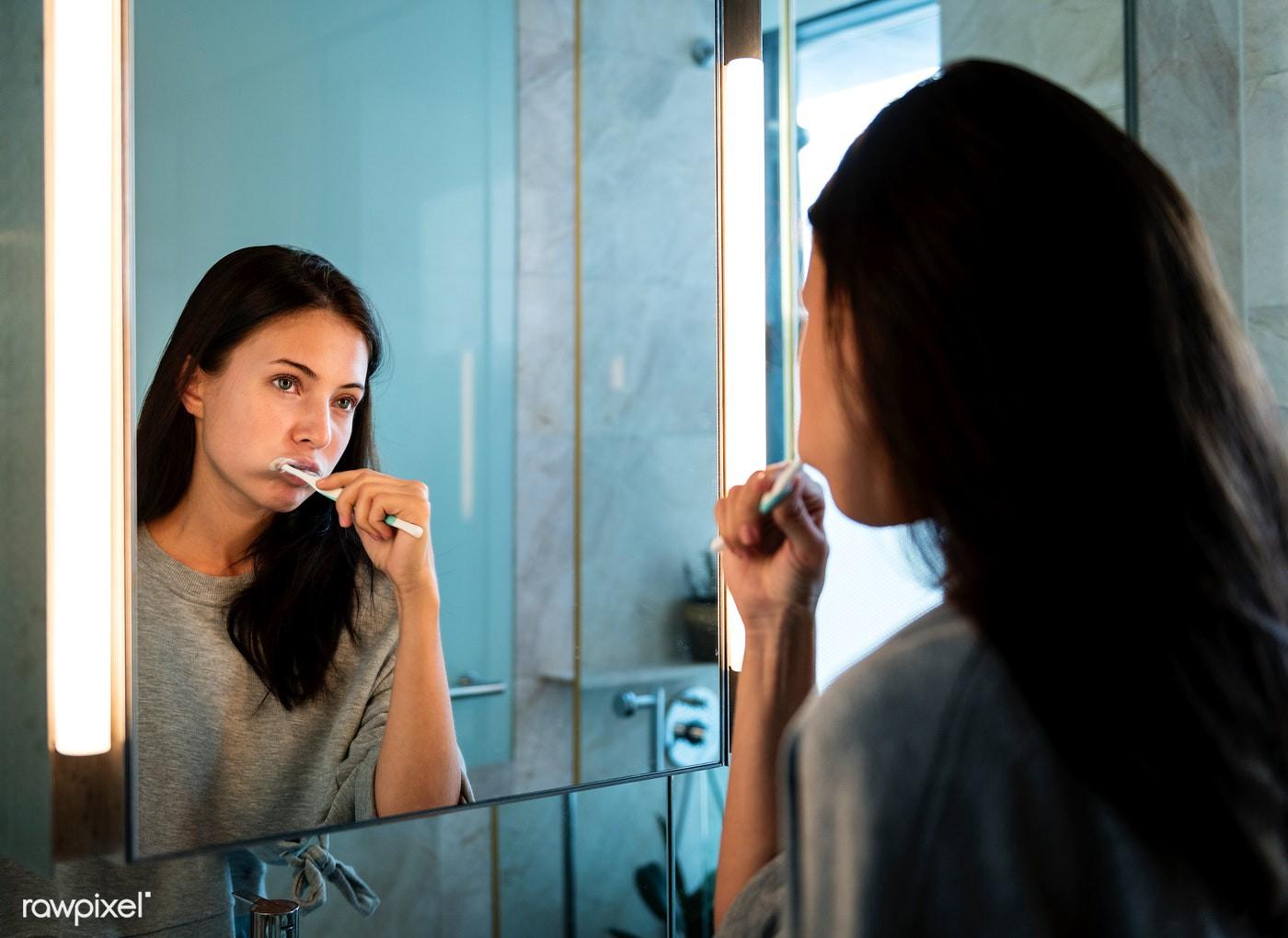 Βραδινή ρουτίνα ομορφιάς: Χρειάζεσαι μόλις 5 λεπτά για να μην αφήσεις το δέρμα σου στην τύχη του