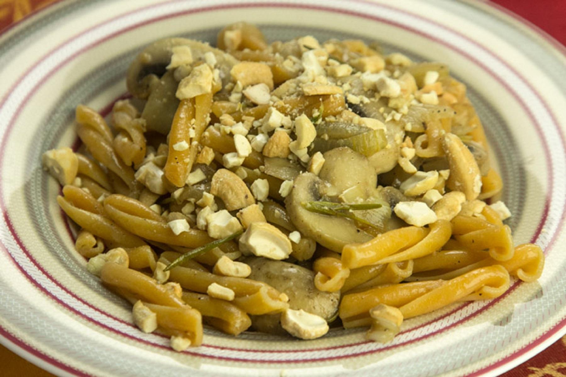 Vegan Συνταγή: Καζαρέτσε από ρεβίθια με μανιτάρια & κάσιους