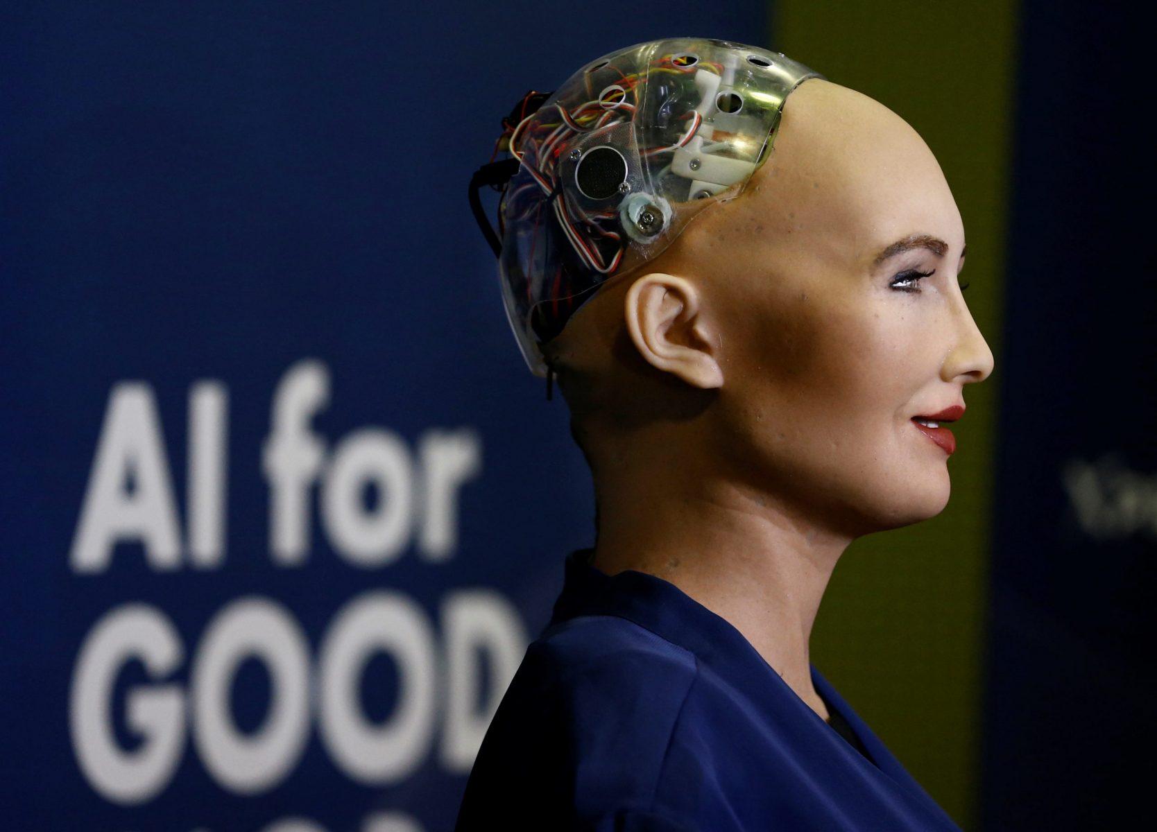 Ρομπότ  Sophia: Η συμβολή της ρομποτικής βιομηχανίας στην πανδημία [pic, vid]