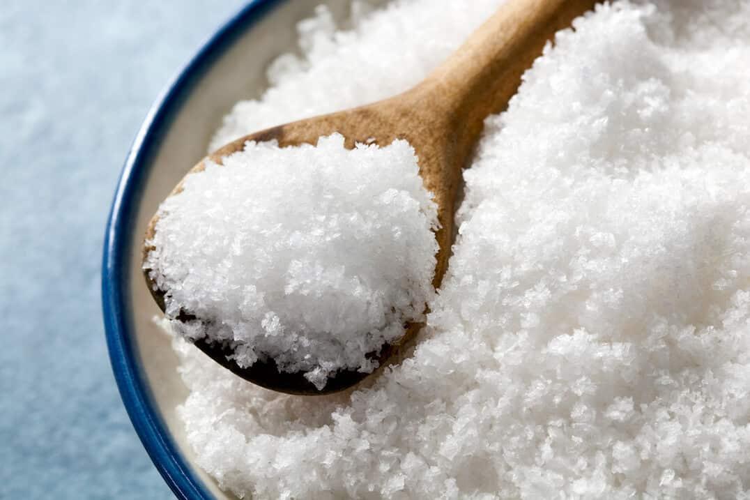 Θαλασσινό αλάτι Δέρμα: Καλοκαιρινή ρουτίνα ομορφιάς με αέρα θάλασσας [συνταγές, vid]
