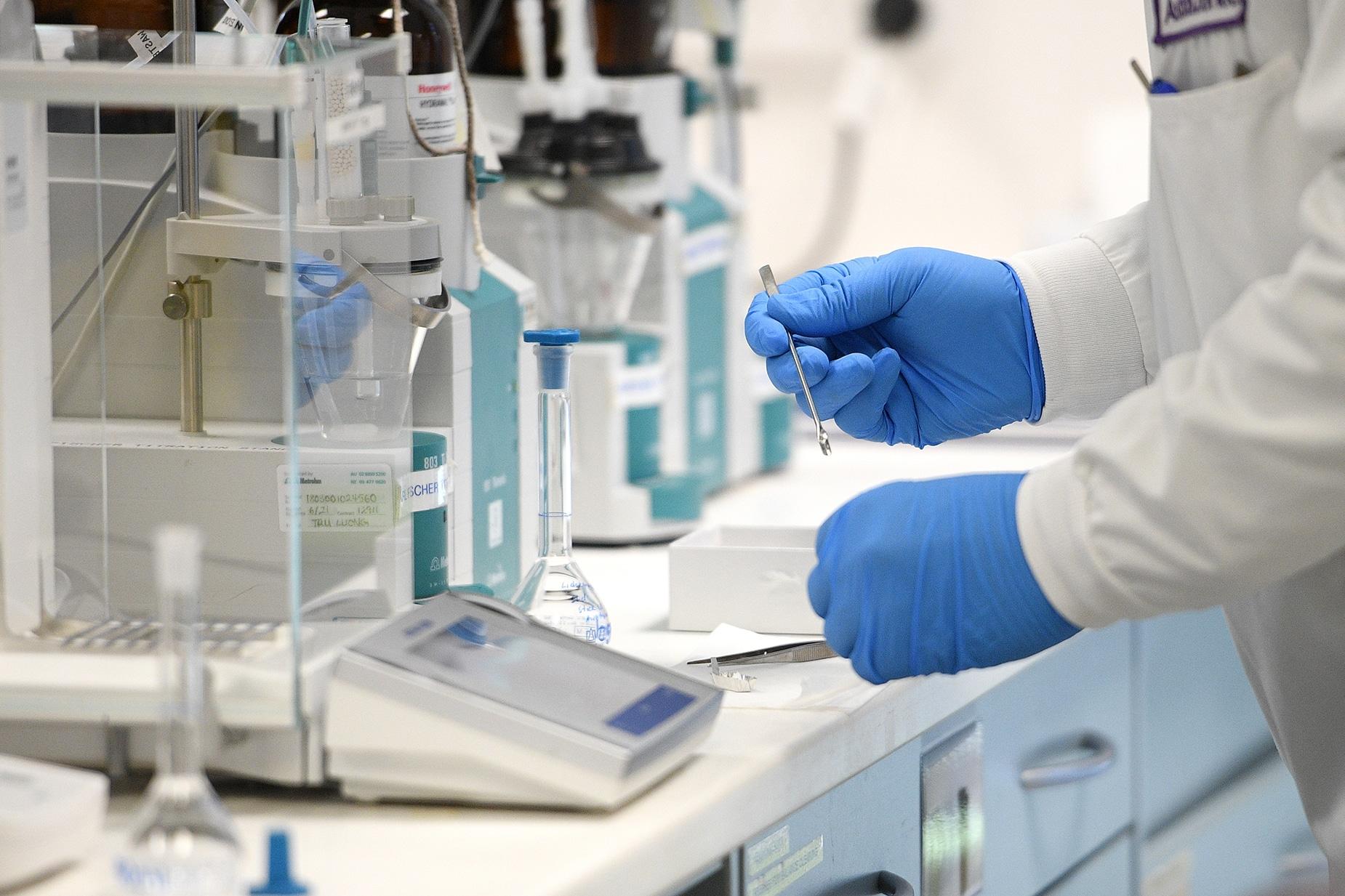 AstraZeneca εμβόλιο: Κατέθεσε αίτηση για έγκριση κυκλοφορίας στον ΕΜΑ