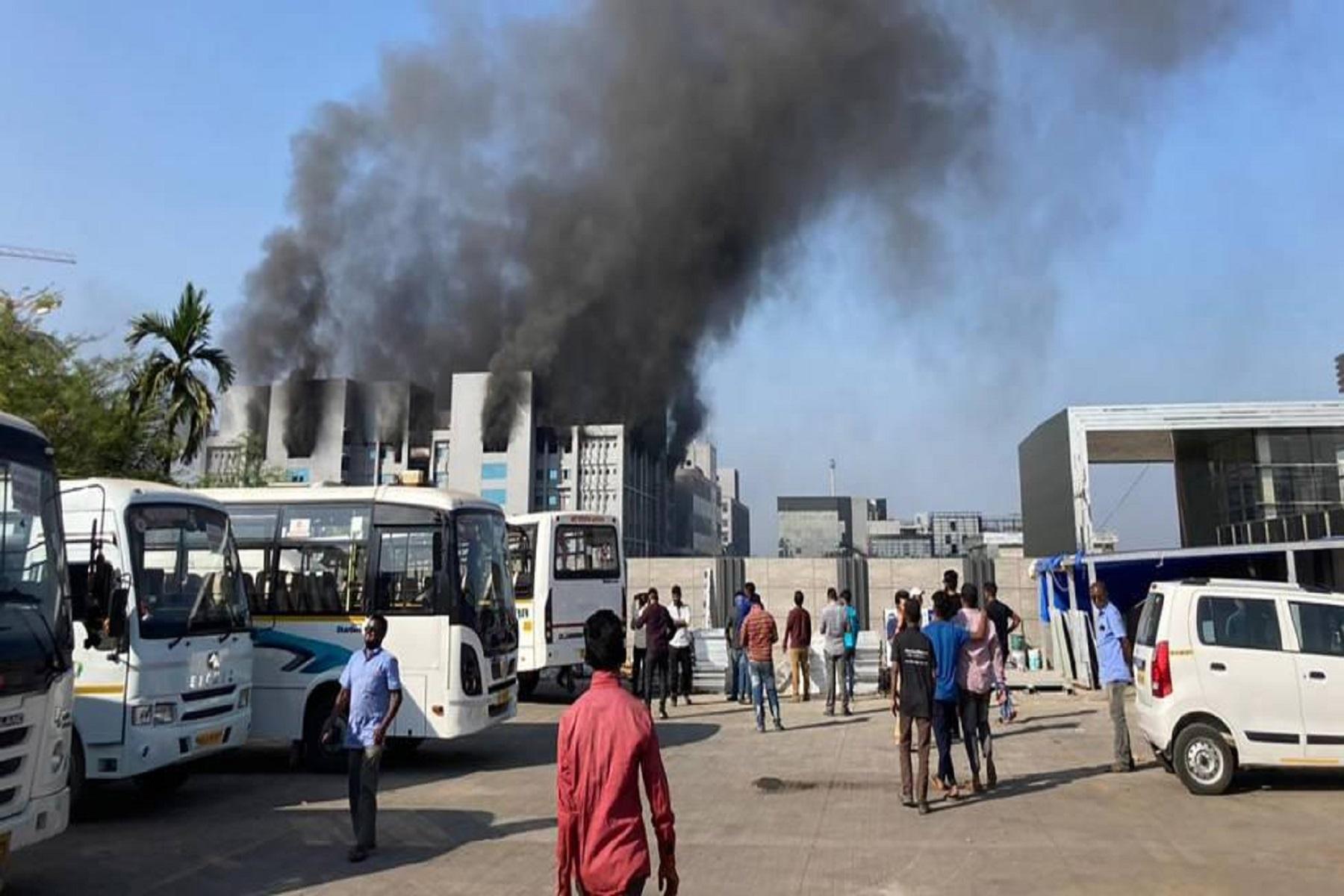 Ινδία Serum Institute: Πυρκαγιά σε νέο υπό κατασκευή εργοστάσιο εμβολίων στην πόλη Πούνε