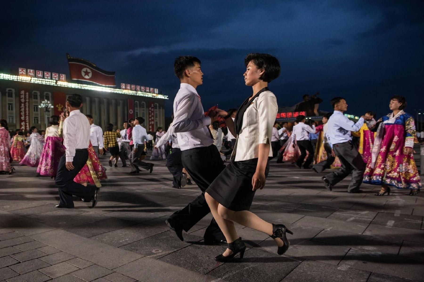 Σεξ Β. Κορέα: Πώς είναι η ερωτική ζωή των πολιτών της χώρας υπό το βλέμμα του Κιμ Γιόνγκ Ουν