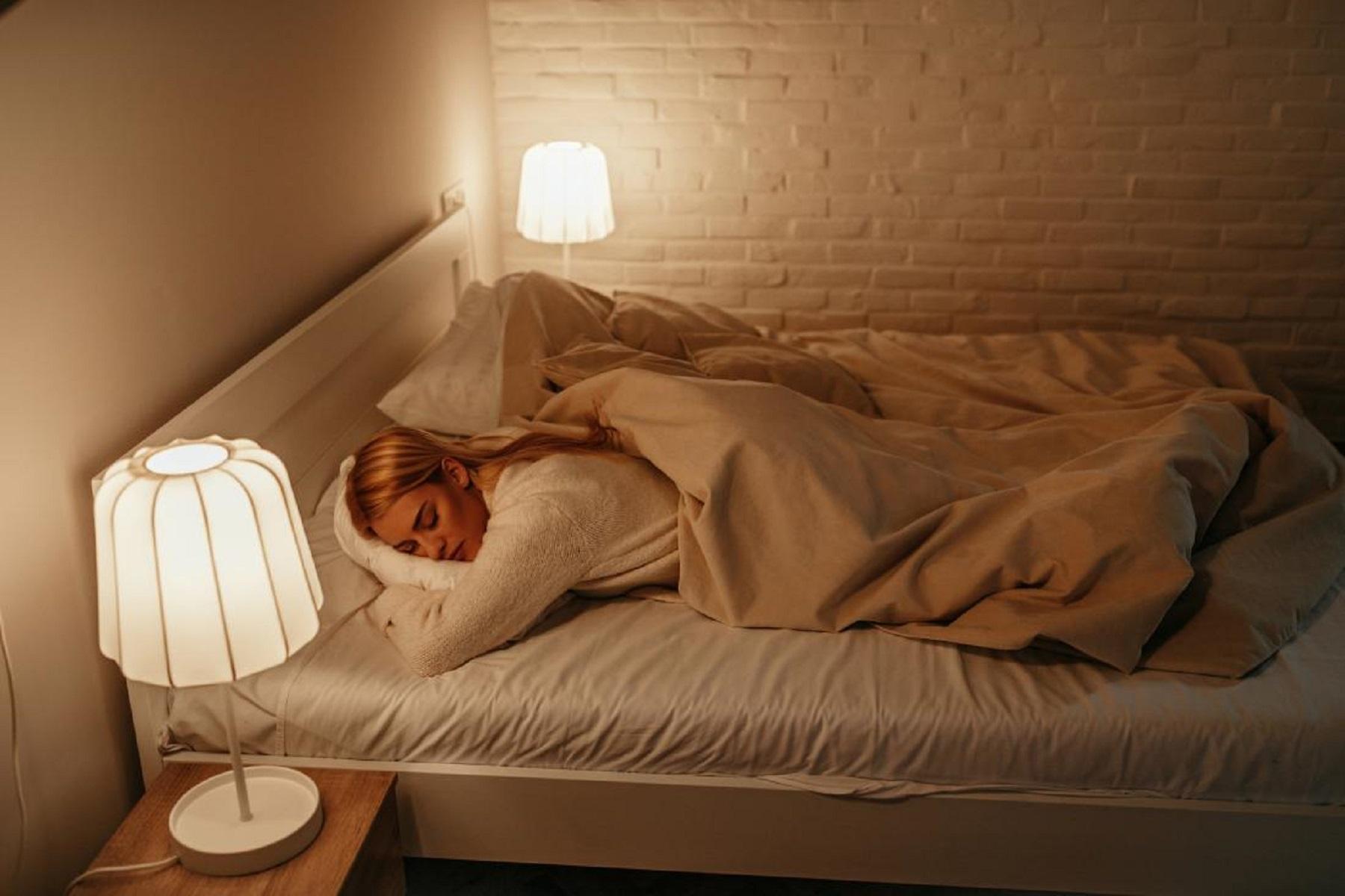 Ύπνος Φως: Κοιμηθείτε στα σκοτεινά για να χάνετε βάρος σύμφωνα με έρευνα