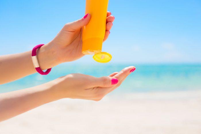 Βρεφικό δέρμα και θάλασσα: Οι βασικές πληροφορίες για την αντηλιακή προστασία
