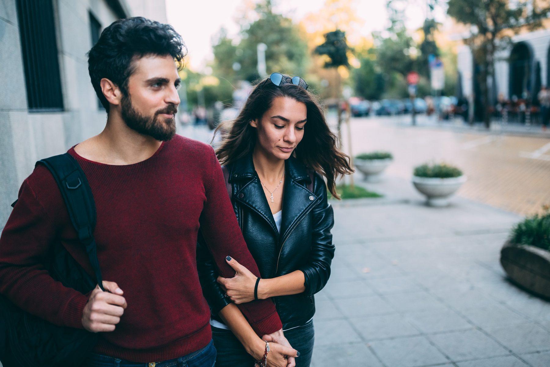 Αποφεύγει τις ρομαντικές σχέσεις: Πώς να αναγνωρίσεις αυτή την προσωπικότητα