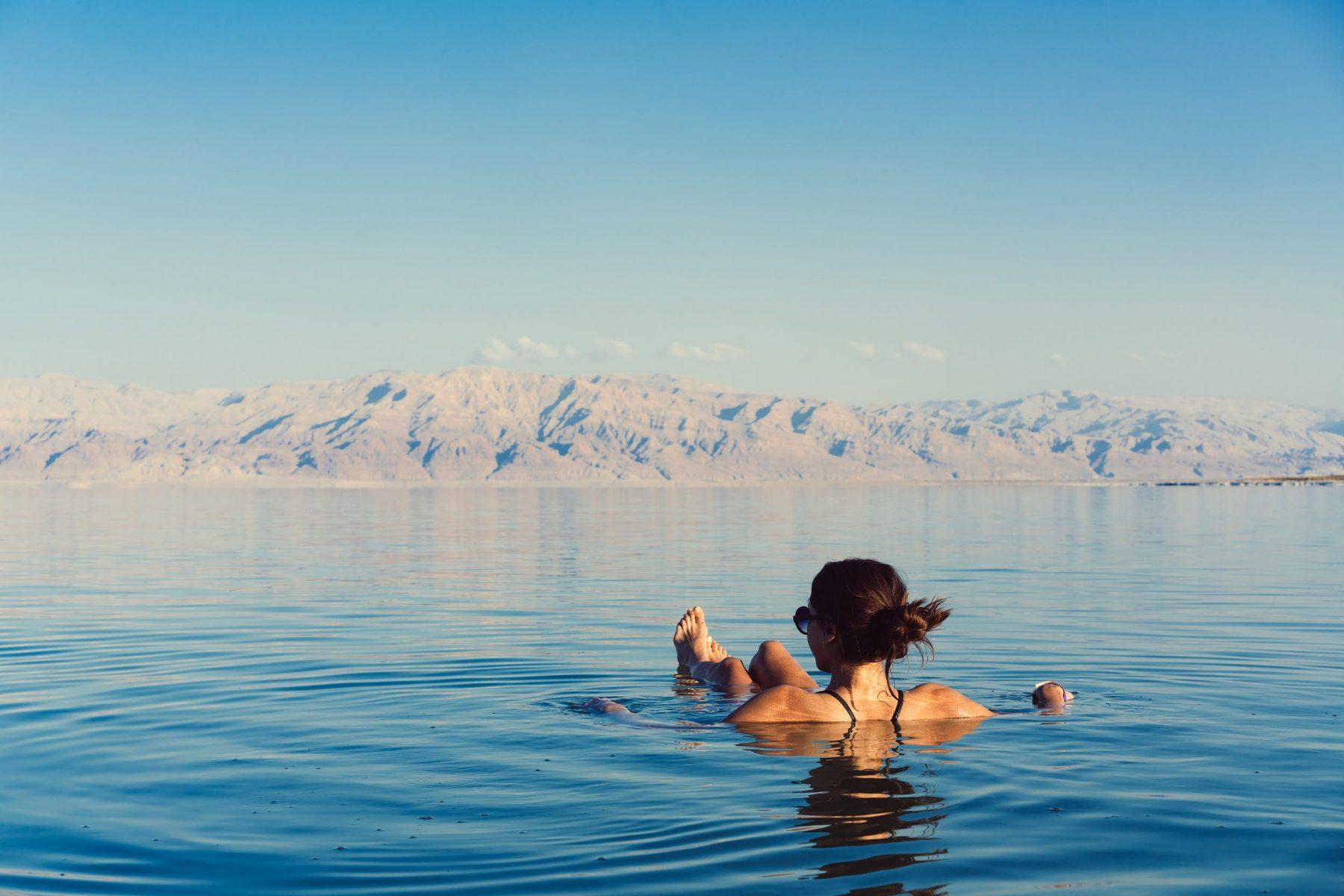 Νεκρά Θάλασσα: Τα ορυκτά της Νεκράς Θάλασσας που θεραπεύουν το δέρμα [vid]