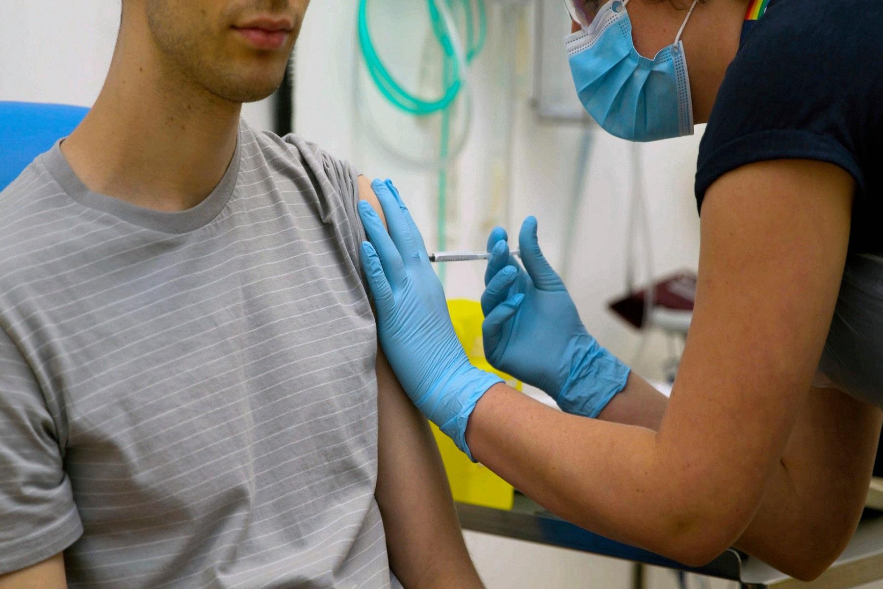 Pfizer/BioNTech και Moderna: Δοκιμή των εμβολίων τους σε εφήβους και παιδιά άνω των 12 ετών