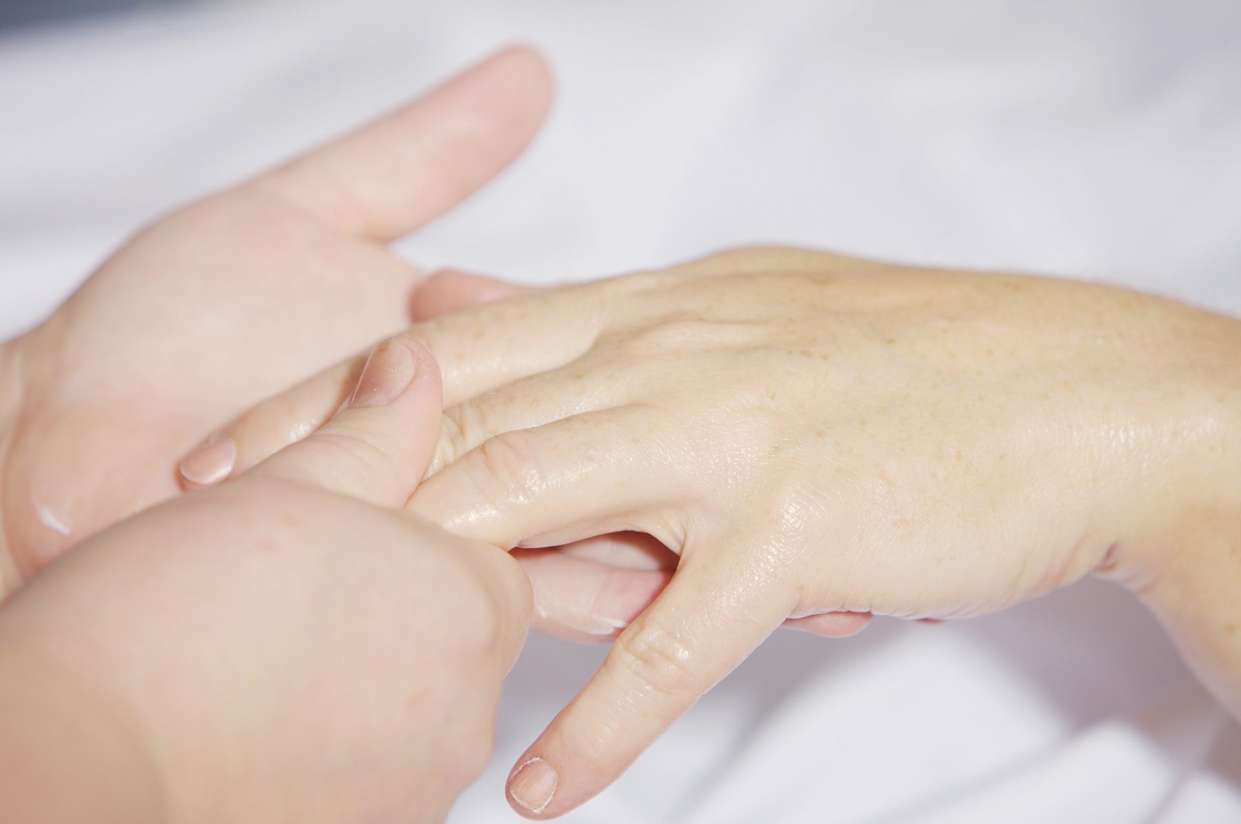 Ομορφιά: Πώς θα διατηρήσουμε τα χέρια μας απαλά;