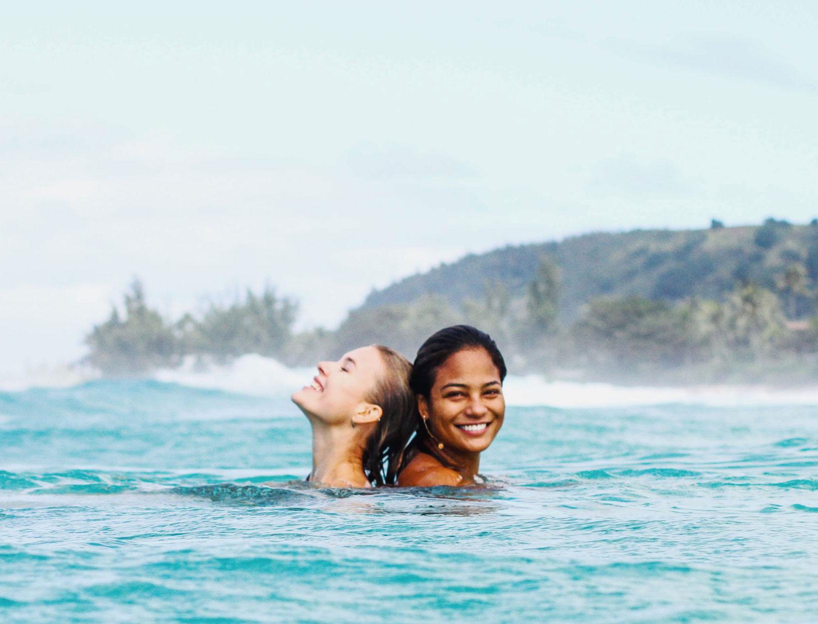 Σκεφτείτε το δύο φορές πριν τρέξετε να ξεπλύνετε το δέρμα σας από το θαλασσινό αλάτι
