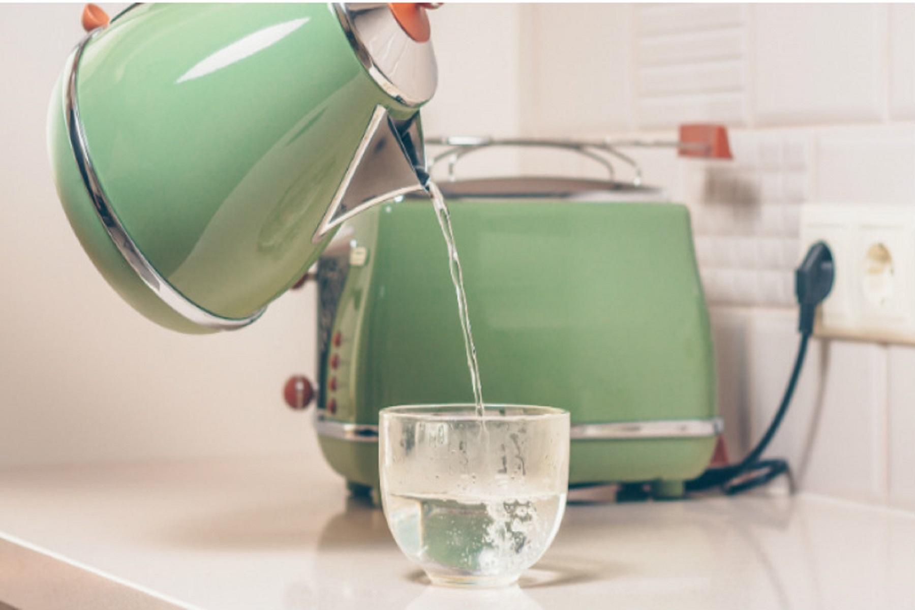 Νερό Ζεστό: Πρωινή συνήθεια που θεραπεύει το σώμα μας