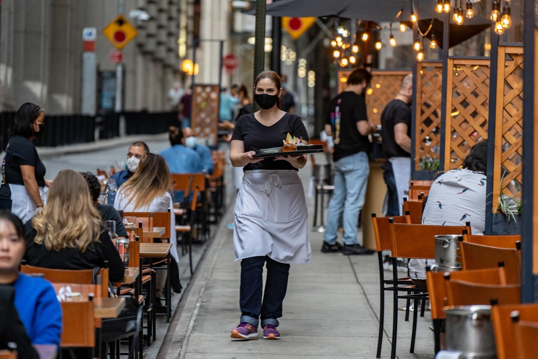 """Εστιατόρια Βοστώνη: """"Δίλημμα εργατικού δυναμικού μετά την άρση του lockdown"""", λέει ιδιοκτήτης επιχείρησης"""