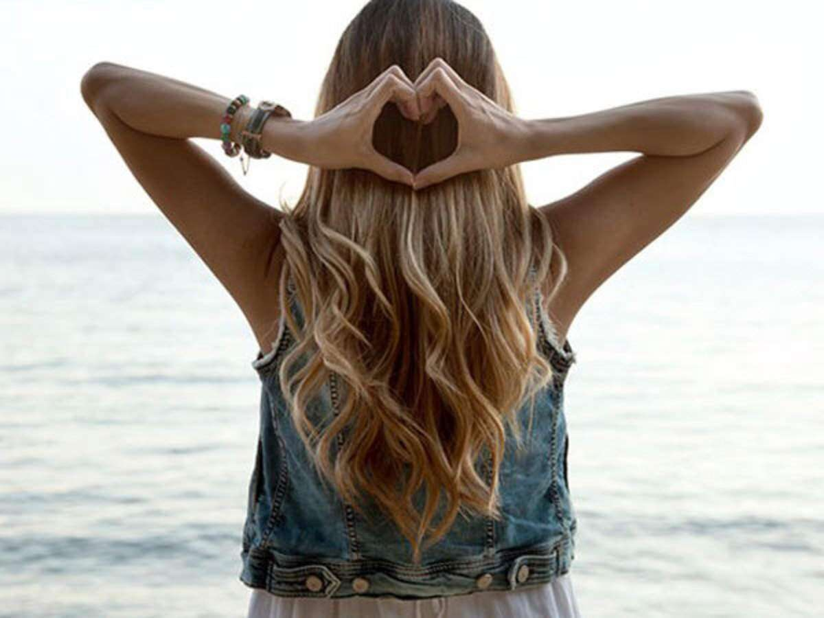 Θαλασσινό αλάτι: DIY spray θαλασσινού αλατιού για κυματιστά μαλλιά όλη μέρα [vid]