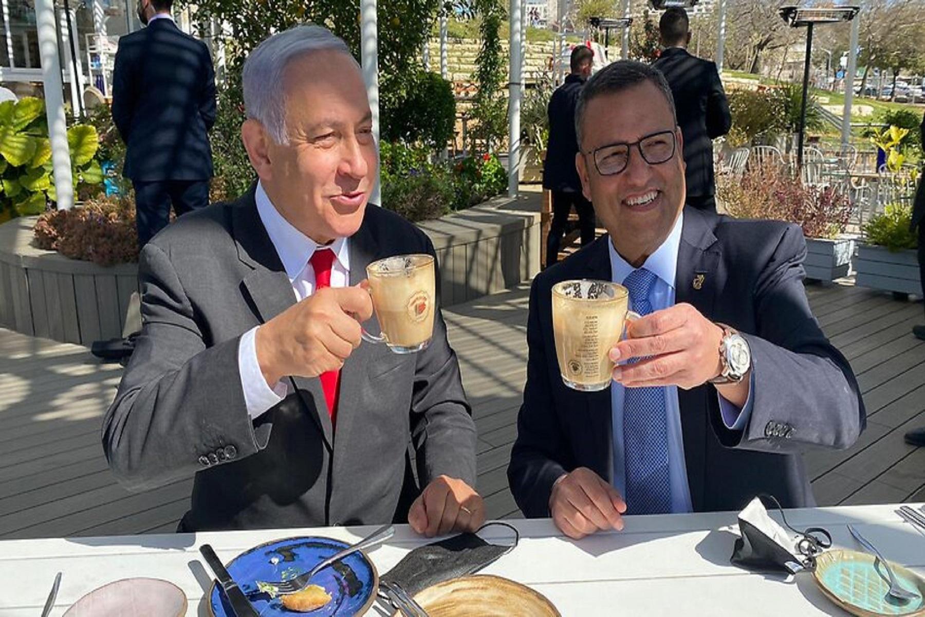 Ισραήλ Νετανιάχου: Άνοιξαν πριν 20 ημέρες εστιατόρια και μπαρ σε εμβολιασμένους πελάτες [vid]