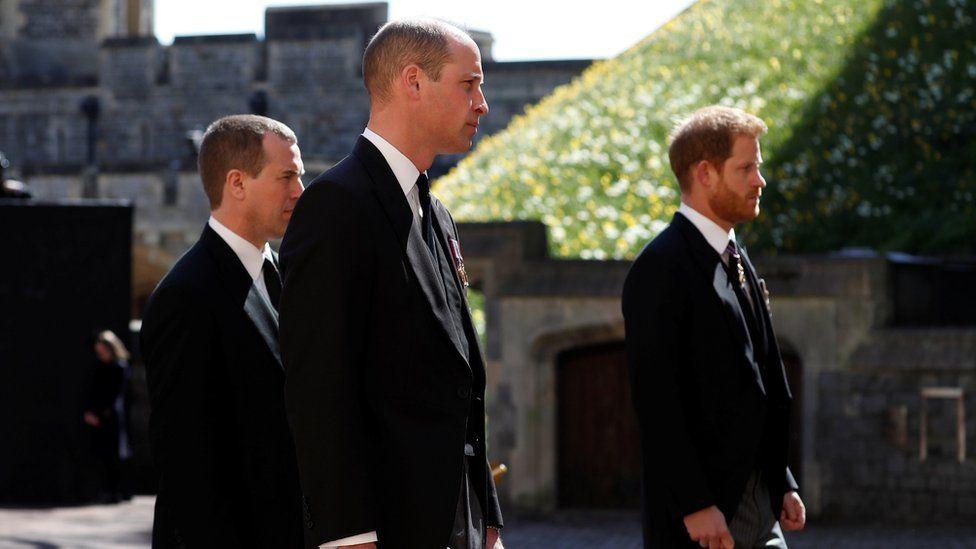 Πρίγκιπας Ουίλιαμ – Πρίγκιπας Χάρι: Αποχώρησαν μαζί μετά το τέλος της κηδείας του Πρίγκιπα Φίλιππου [vid]