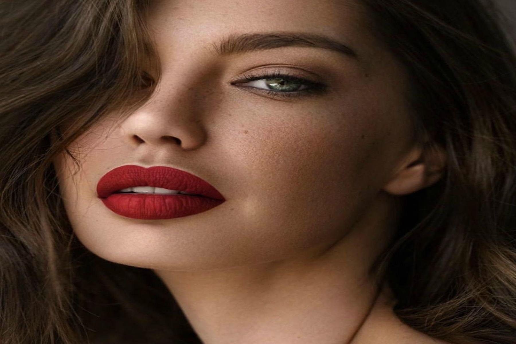 Ομορφιά χείλη : Τεχνική για τέλειο κόκκινο κραγιόν