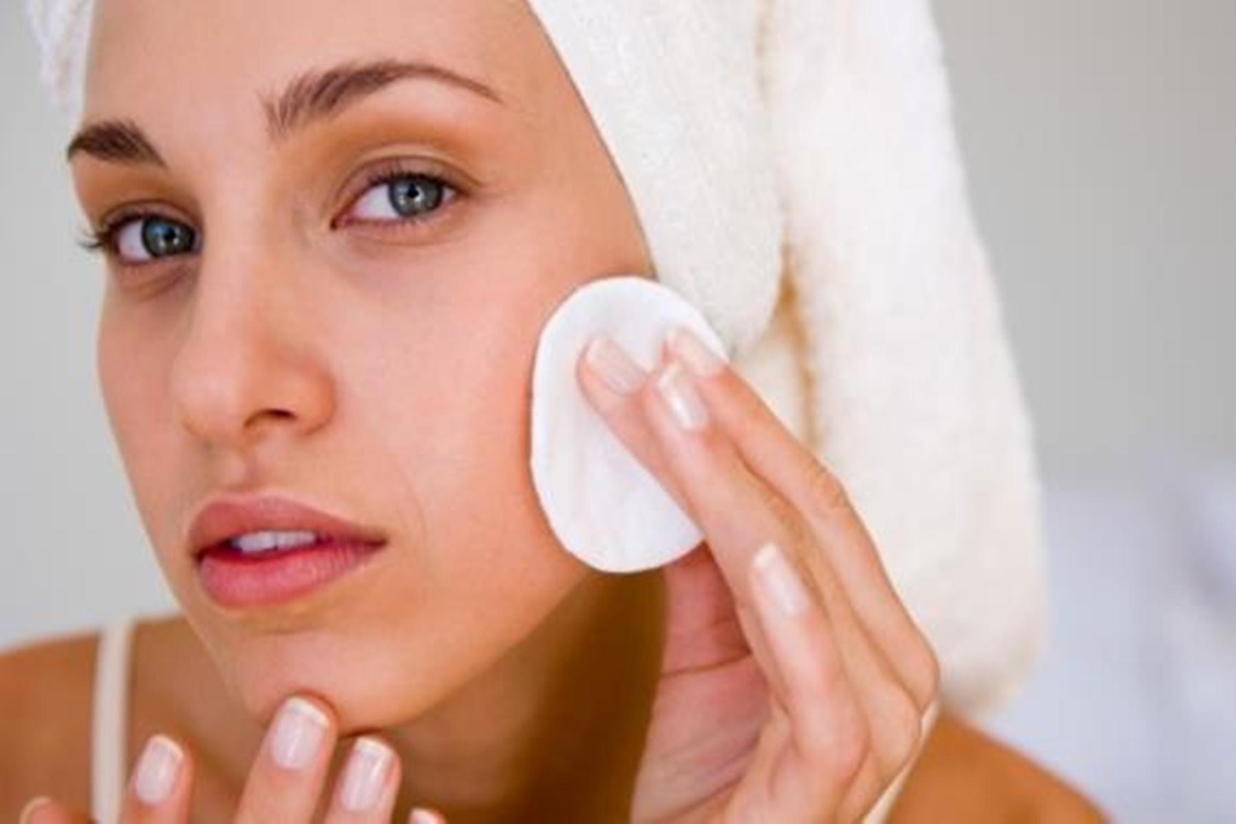 Πρόσωπο υγεία: Γι αυτό δεν πρέπει να το πλένεται στο ντουζ