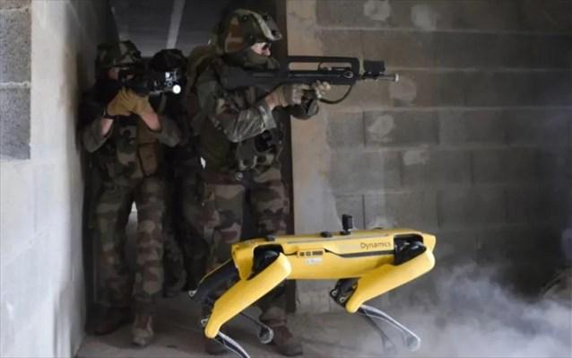 Ρομποτικός σκύλος: Παίρνει μέρος σε στρατιωτικές ασκήσεις μαζί με Γάλλους στρατιώτες