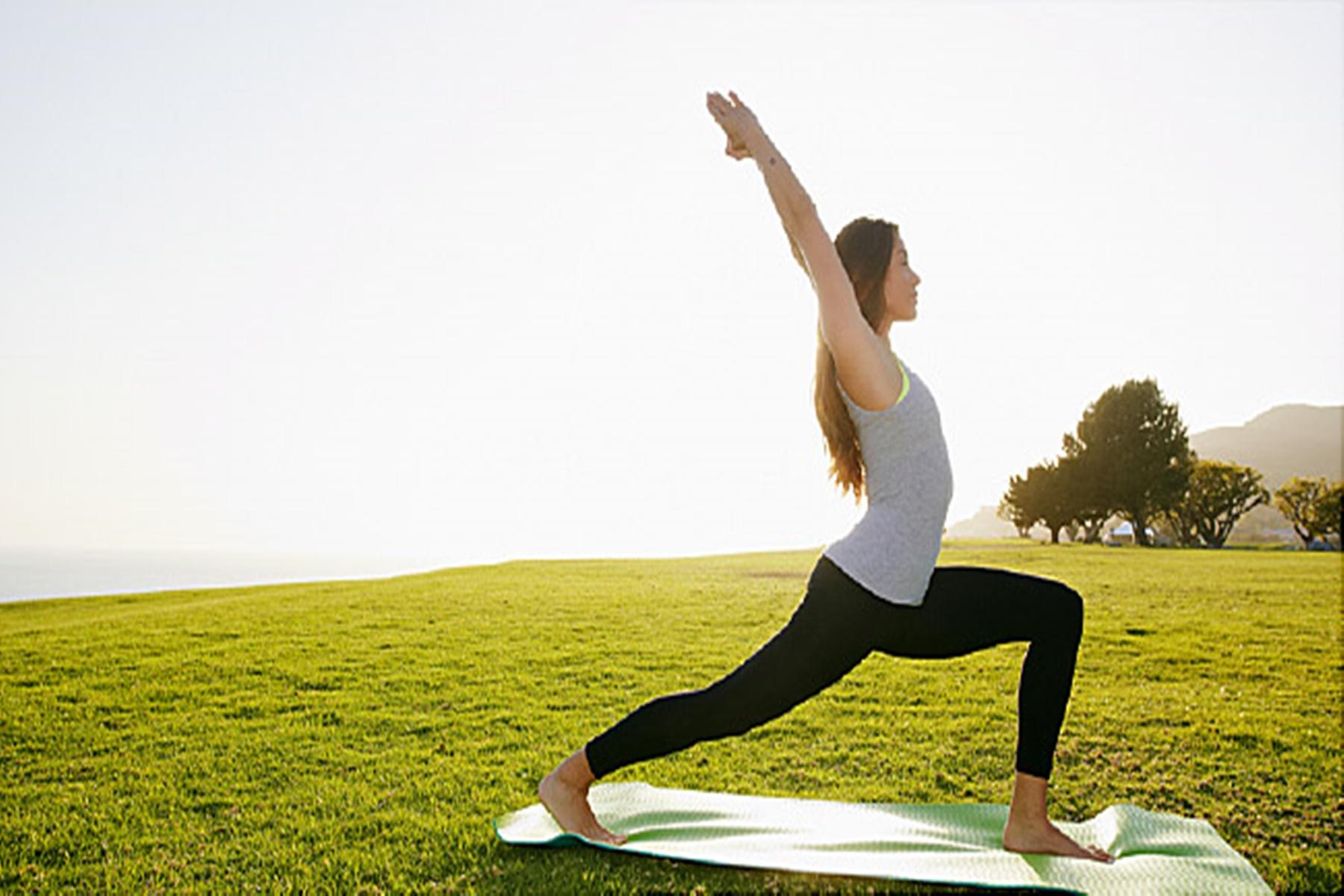 Yoga : Ασκήσεις για να αντιμετωπίσετε την ημικρανία