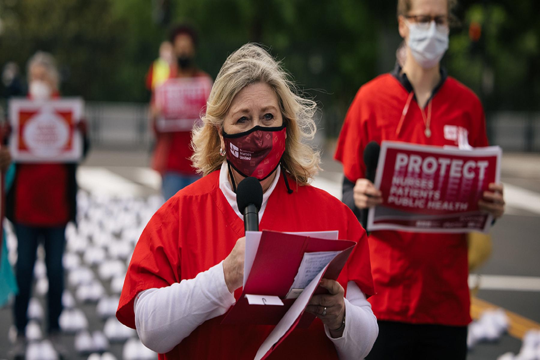 HΠΑ Κορωνοϊός: Η μεγαλύτερη Ένωση Νοσοκόμων των ΗΠΑ σχίζει τις νέες οδηγίες των CDC για τις μάσκες